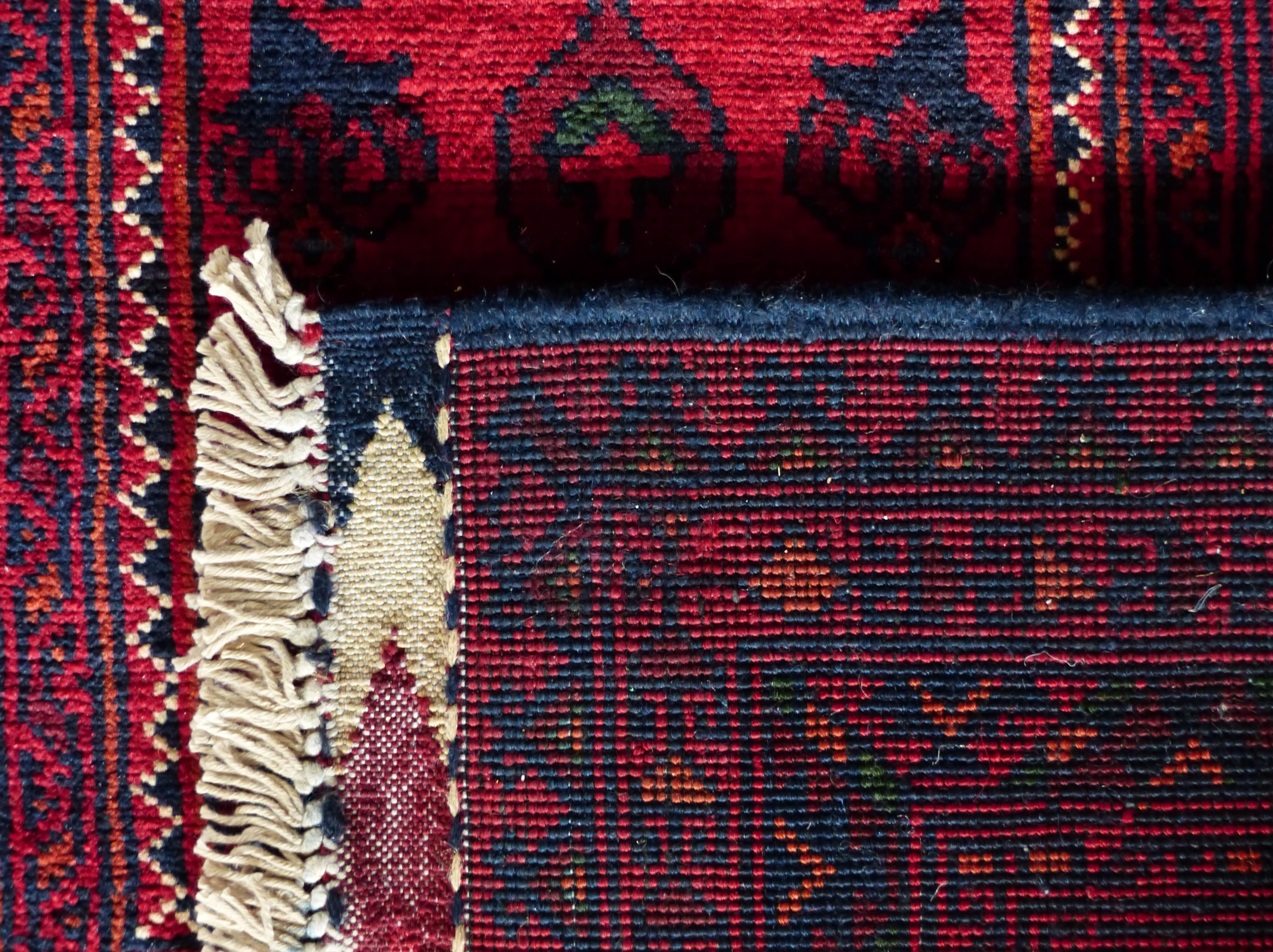 carpet_redfftyu_tying-min.jpg